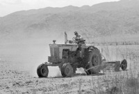Marty_Regan_farmer_leveling_case_tractor_17DEC0495.pdf
